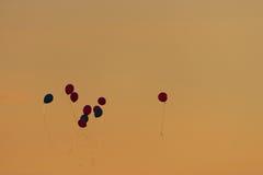 Kleurrijke ballons in de hemel Royalty-vrije Stock Fotografie