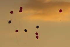 Kleurrijke ballons in de hemel Royalty-vrije Stock Foto's