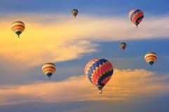 Kleurrijke ballons met dramatische hemel Stock Foto