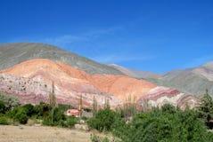 Kleurrijke berg in Humahuaca royalty-vrije stock afbeeldingen