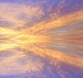 Kleurrijke bezinning van wolken Stock Afbeeldingen