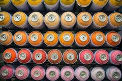 Kleurrijke blikken van verf Royalty-vrije Stock Afbeeldingen