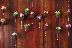 Kleurrijke bloem op houten achtergrond Stock Foto