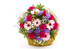 Kleurrijke bloemen in een mand Stock Foto
