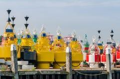 Kleurrijke boeien op een kade royalty-vrije stock afbeeldingen