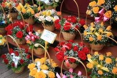 Kleurrijke boeketten bij een markt Royalty-vrije Stock Foto's