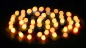 Kleurrijke Bokeh van Kaars die op water drijven voor bidt Boedha stock video