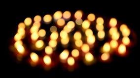 Kleurrijke Bokeh van Kaars die op water drijven voor bidt Boedha stock videobeelden