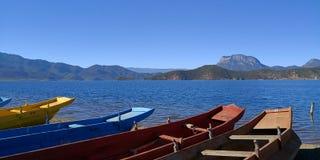 Kleurrijke boot stock foto's