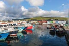 Kleurrijke boten in de haven van Portmagee Royalty-vrije Stock Foto's