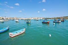Kleurrijke boten Marsaxlokk Stock Fotografie