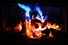 Kleurrijke brandende brand stock afbeeldingen