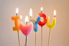Kleurrijke brandende kaarsen die de liefde van I maken u Stock Fotografie
