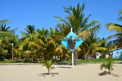 Kleurrijke bungalowwen op Placencia-Strand Belize royalty-vrije stock fotografie