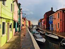 Kleurrijke Burano na de regen Stock Fotografie