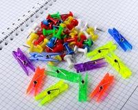 Kleurrijke bureauknopen Stock Fotografie
