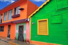 Kleurrijke Caraïbische huizen tropische Isla Mujeres stock foto
