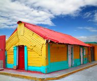 Kleurrijke Caraïbische huizen tropische Isla Mujeres stock fotografie