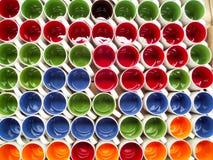 Kleurrijke ceramische kopachtergrond in pakhuis Royalty-vrije Stock Fotografie