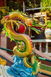 Kleurrijke Chinese draak in Chinese Tempel in Phitsanulok, Thaila Royalty-vrije Stock Afbeeldingen