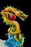 Kleurrijke Chinese draak in Chinese Tempel in Phitsanulok, Thailand Royalty-vrije Stock Fotografie