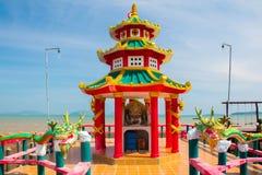 Kleurrijke Chinese tempel in Oude Stad, Koh Lanta, Krabi, Thailand Royalty-vrije Stock Afbeeldingen