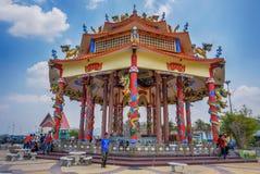 Kleurrijke Chinese tempel in Thailand Stock Fotografie