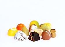 Kleurrijke chocoladebonbons stock afbeelding