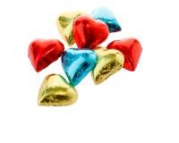 Kleurrijke chocoladeharten op geïsoleerde witte achtergrond Stock Afbeeldingen