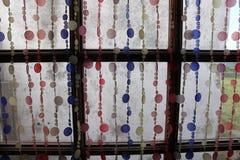 Kleurrijke cirkels in het venster royalty-vrije stock afbeelding