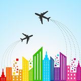 Kleurrijke cityscape scène met vliegtuig Stock Fotografie