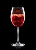 Kleurrijke cocktail op de zwarte achtergrond Royalty-vrije Stock Fotografie