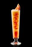 Kleurrijke cocktail op de zwarte achtergrond Stock Foto