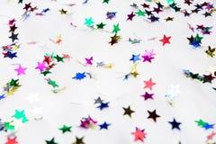Kleurrijke confettien op wit katoen Stock Foto