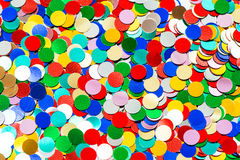 Kleurrijke confettienachtergrond. feestelijke decoratie stock foto's