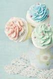 Kleurrijke cupcake knalt Stock Afbeeldingen