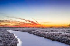 Kleurrijke dageraad over een de winterlandschap stock foto's