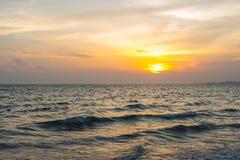 Kleurrijke dageraad over het overzees De samenstelling van de aard Stock Afbeelding