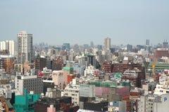 Kleurrijke dakbovenkanten bij het Overvolle Shinjuku-District Royalty-vrije Stock Fotografie