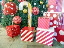 Kleurrijke de doos van de Kerstmisgift Stock Foto's