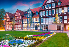 Kleurrijke de lentezonsondergang in het Wolfenbuttel-dorp stock foto's