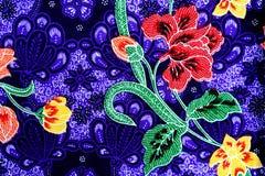 Kleurrijke de stoffenachtergrond van de batikdoek stock afbeeldingen