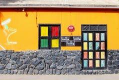 Kleurrijke de voorgevelbuitenkant van de clubbar, Kaapverdië, Afrika Royalty-vrije Stock Foto