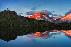 Kleurrijke de zomermening van Mont Blanc Monte Bianco op achtergrond, Chamonix-plaats Mooie openluchtscène in de zomeralpen stock foto's