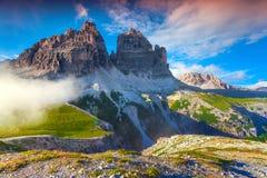 Kleurrijke de zomerochtend in de Alpen van Italië, Tre Cime Di Lavaredo, Dol Royalty-vrije Stock Afbeeldingen