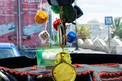 Kleurrijke decoratie binnen een taxi in Houmt Souk, Tunesi? stock foto