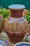Kleurrijke decoratieve die kruik met abstract ornament wordt verfraaid Stock Afbeelding