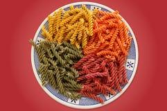 Kleurrijke deegwarenschotel Stock Foto's