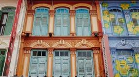 Kleurrijke deuren bij de Chinatown, Singapore Stock Foto's