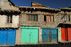 Kleurrijke deuren in Kargil, Ladakh, India Stock Fotografie
